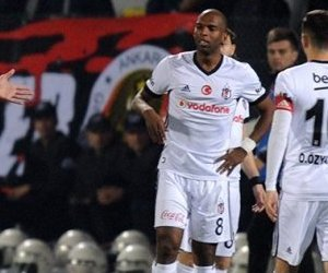 Beşiktaş Yönetimi Kırmızı Kart Olayına El ...