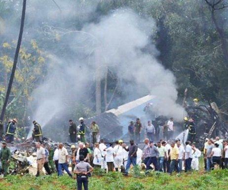 Küba`da Yolcu Uçağı Düştü: 3 Kişi Kurtuldu