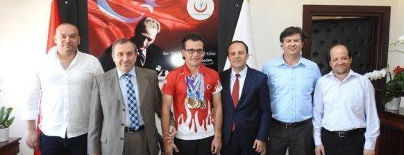 Türkiye Şampiyonu Ataberk Yücel, İl Sağlık Müdürlüğüne ...