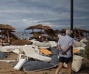 Yunanistan`da Fırtına Can Aldı: 6 Ölü