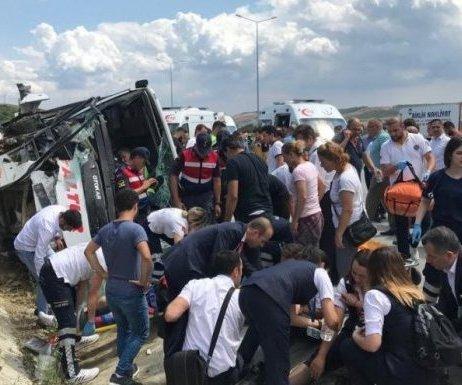 İstanbul`da Midibüs Devrildi: Yaralılar Var